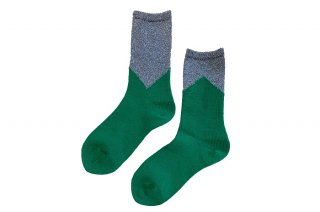 <img class='new_mark_img1' src='https://img.shop-pro.jp/img/new/icons5.gif' style='border:none;display:inline;margin:0px;padding:0px;width:auto;' />GLITTER COLOR BLOCK SOCKS<br>SILVER×GREENの商品画像