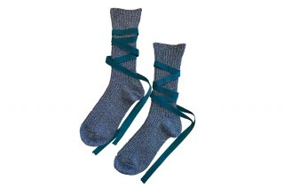 <img class='new_mark_img1' src='https://img.shop-pro.jp/img/new/icons5.gif' style='border:none;display:inline;margin:0px;padding:0px;width:auto;' />GLITTER RIBBON LACEUP SOCKS<br>SILVER×GREENの商品画像