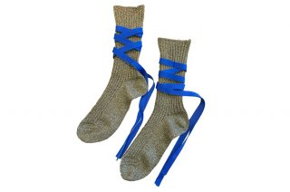 <img class='new_mark_img1' src='https://img.shop-pro.jp/img/new/icons5.gif' style='border:none;display:inline;margin:0px;padding:0px;width:auto;' />GLITTER RIBBON LACEUP SOCKS<br>GOLD×BLUEの商品画像