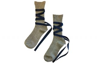 <img class='new_mark_img1' src='https://img.shop-pro.jp/img/new/icons5.gif' style='border:none;display:inline;margin:0px;padding:0px;width:auto;' />GLITTER RIBBON LACEUP SOCKS<br>GOLD×BLACKの商品画像
