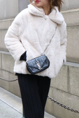 front snap button fur jacket / white