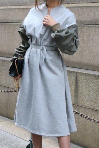 volume gather sleeve docking bicolor sweat dress / gray×khaki
