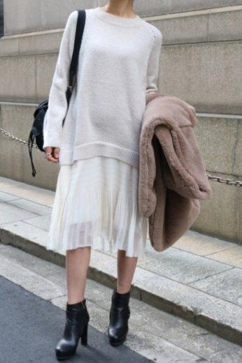 flare skirt docking  crew neck knit dress / beige