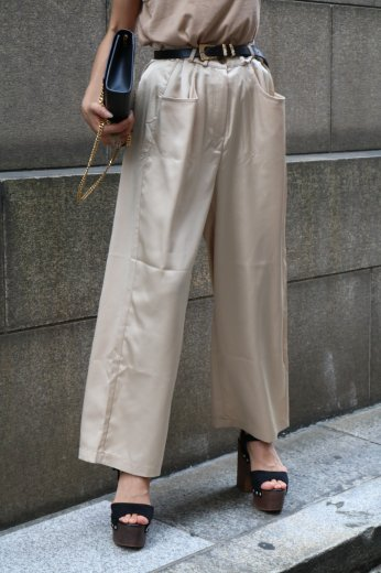 <img class='new_mark_img1' src='https://img.shop-pro.jp/img/new/icons20.gif' style='border:none;display:inline;margin:0px;padding:0px;width:auto;' />waist adjustable satin wide pants / beige