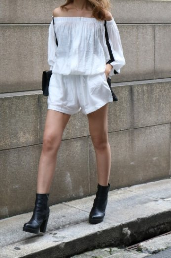 <img class='new_mark_img1' src='https://img.shop-pro.jp/img/new/icons20.gif' style='border:none;display:inline;margin:0px;padding:0px;width:auto;' />2way offshoulder blouson & wide short pants set up / white