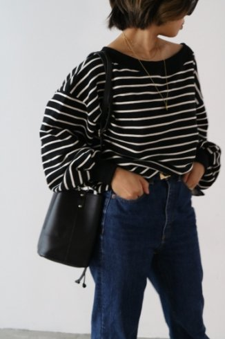 <img class='new_mark_img1' src='https://img.shop-pro.jp/img/new/icons57.gif' style='border:none;display:inline;margin:0px;padding:0px;width:auto;' />2way off shoulder stripe pattern sweat tops / black