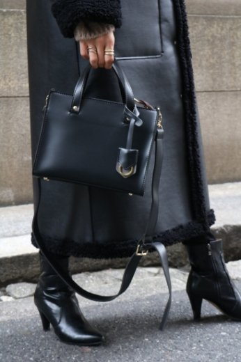 <img class='new_mark_img1' src='https://img.shop-pro.jp/img/new/icons57.gif' style='border:none;display:inline;margin:0px;padding:0px;width:auto;' /> 2way charm square shoulder bag / black