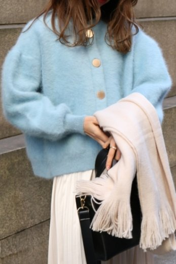 <img class='new_mark_img1' src='https://img.shop-pro.jp/img/new/icons20.gif' style='border:none;display:inline;margin:0px;padding:0px;width:auto;' />front gold button angora fur cardigan / blue