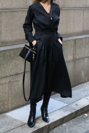 <img class='new_mark_img1' src='https://img.shop-pro.jp/img/new/icons57.gif' style='border:none;display:inline;margin:0px;padding:0px;width:auto;' />V neck cache coeur flare dress / black