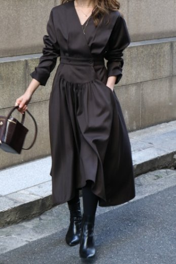 <img class='new_mark_img1' src='https://img.shop-pro.jp/img/new/icons57.gif' style='border:none;display:inline;margin:0px;padding:0px;width:auto;' />V neck cache coeur flare dress / dark brown