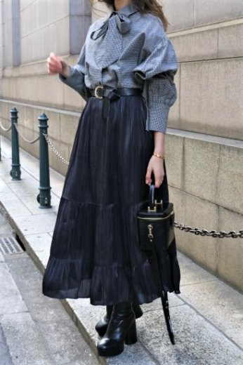 tiered design satin flare skirt / black