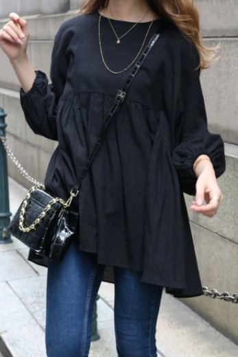 round neck balloon sleeves flare tunic blouse / black