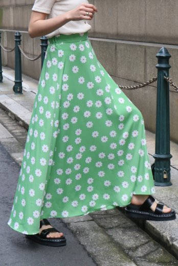 daisy patterned all over flare skirt / yellowsh green