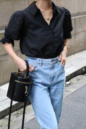 lace circular cuffs cotton blouse / black