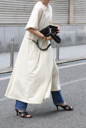 <img class='new_mark_img1' src='https://img.shop-pro.jp/img/new/icons57.gif' style='border:none;display:inline;margin:0px;padding:0px;width:auto;' />crew neck balloon sleeves T shirt dress / ivory