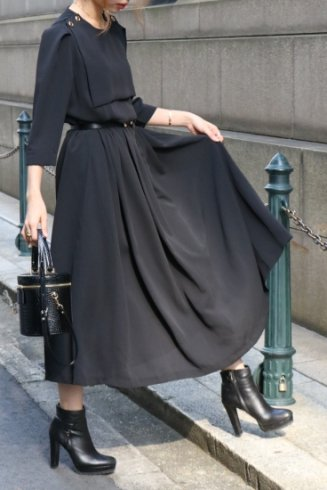 square bib collar retro flare dress / black