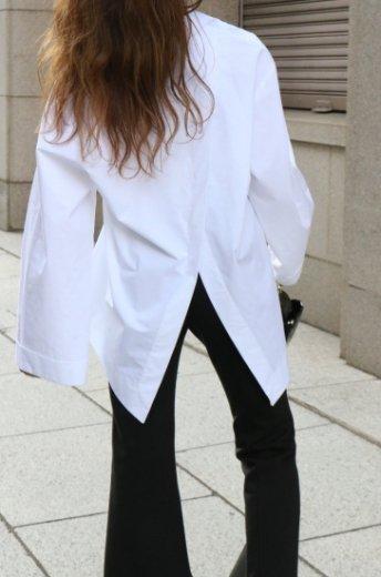 back open wide sleeves fishtail blouse / white