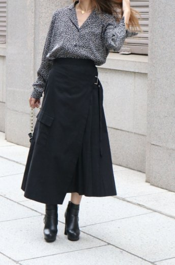 side pleats asymmetry wrap skirt / black