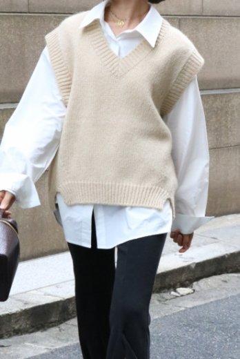 V neck crochet wool vest / beige