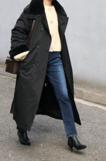 <img class='new_mark_img1' src='https://img.shop-pro.jp/img/new/icons57.gif' style='border:none;display:inline;margin:0px;padding:0px;width:auto;' />fake fur collar waist ribbon long trench coat / black