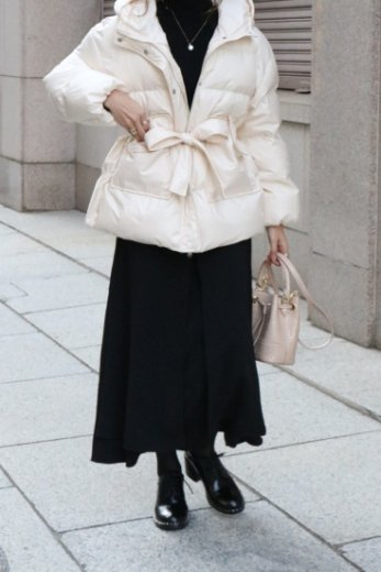 <img class='new_mark_img1' src='https://img.shop-pro.jp/img/new/icons57.gif' style='border:none;display:inline;margin:0px;padding:0px;width:auto;' />light weight waist ribbon puffer jacket / ivory