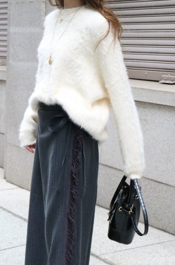 <img class='new_mark_img1' src='https://img.shop-pro.jp/img/new/icons14.gif' style='border:none;display:inline;margin:0px;padding:0px;width:auto;' />crew neck shaggy knit tops / white