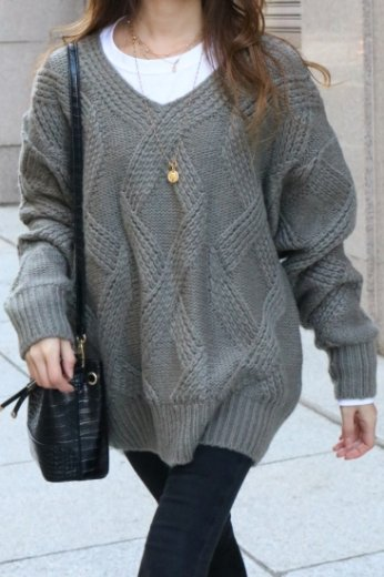 V neck cable over knit tops / khaki