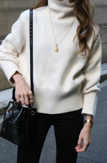 <img class='new_mark_img1' src='https://img.shop-pro.jp/img/new/icons14.gif' style='border:none;display:inline;margin:0px;padding:0px;width:auto;' />turtle neck compact knit tops / white