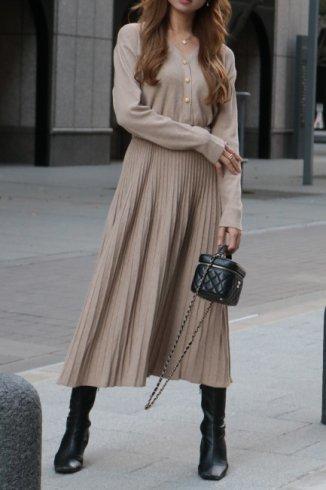 <img class='new_mark_img1' src='https://img.shop-pro.jp/img/new/icons57.gif' style='border:none;display:inline;margin:0px;padding:0px;width:auto;' />original ー V neck gold button pleats knit long dress (belt ribbon set) / beige