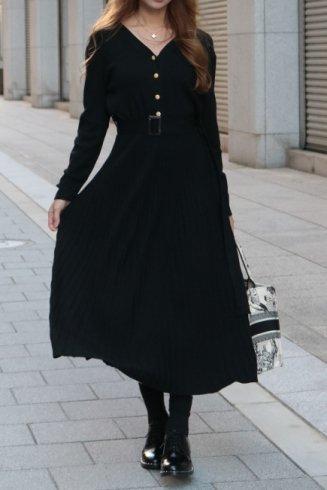 <img class='new_mark_img1' src='https://img.shop-pro.jp/img/new/icons57.gif' style='border:none;display:inline;margin:0px;padding:0px;width:auto;' />original ー V neck gold button pleats knit long dress (belt ribbon set) / black