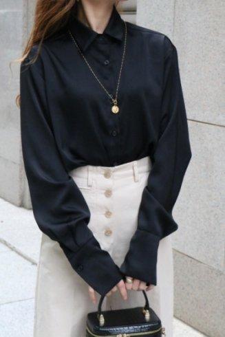 regular collar long cuffs fishtail satin blouse / black