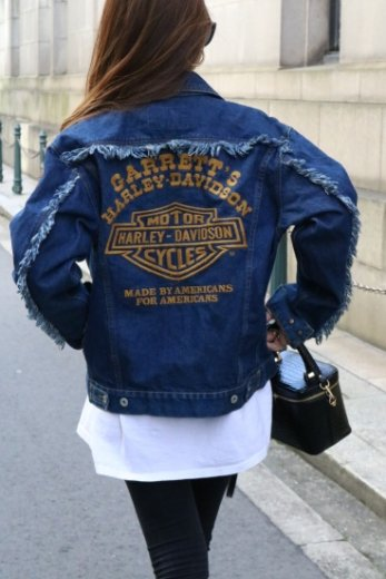 <img class='new_mark_img1' src='https://img.shop-pro.jp/img/new/icons14.gif' style='border:none;display:inline;margin:0px;padding:0px;width:auto;' />【vintage】HARLEYーDAVIDSON / big trade mark embroidery fringe denim jacket