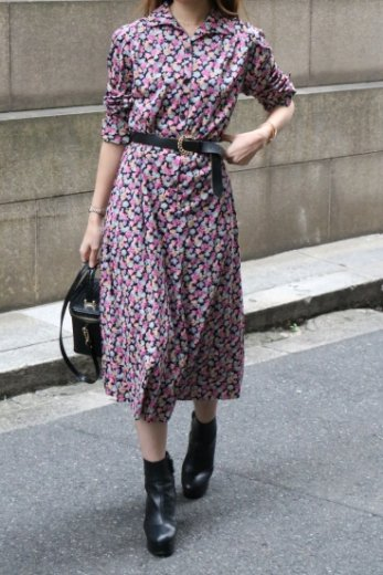 <img class='new_mark_img1' src='https://img.shop-pro.jp/img/new/icons14.gif' style='border:none;display:inline;margin:0px;padding:0px;width:auto;' />【vintage】 round collar tuck floral flare dress