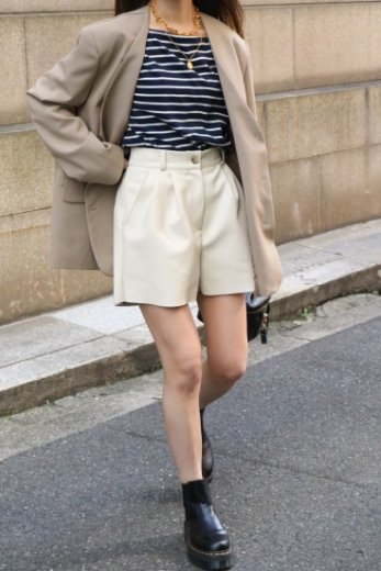 <img class='new_mark_img1' src='https://img.shop-pro.jp/img/new/icons14.gif' style='border:none;display:inline;margin:0px;padding:0px;width:auto;' />waist gather tuck fake leather short pants / ivory