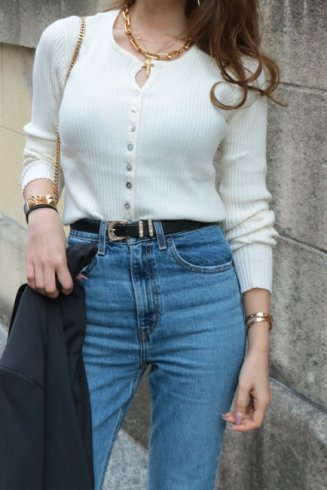 <img class='new_mark_img1' src='https://img.shop-pro.jp/img/new/icons14.gif' style='border:none;display:inline;margin:0px;padding:0px;width:auto;' />slit like neck front shell button rib knit cardigan / ivory