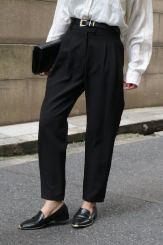 wide waist band front tuck slacks / black