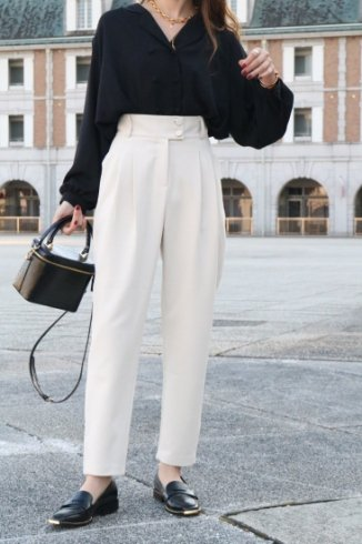 <img class='new_mark_img1' src='https://img.shop-pro.jp/img/new/icons14.gif' style='border:none;display:inline;margin:0px;padding:0px;width:auto;' />wide waist band front tuck slacks / beige