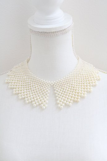 <img class='new_mark_img1' src='https://img.shop-pro.jp/img/new/icons14.gif' style='border:none;display:inline;margin:0px;padding:0px;width:auto;' />lace motif pearl decoration detachable collar
