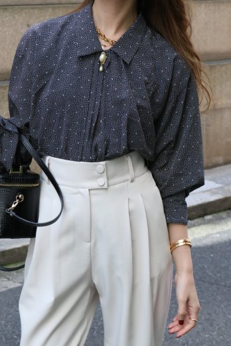 【vintage】pearl broach center pleats dots patterned blouse