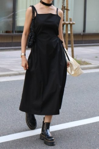 side cut out ribbon camisole dress / black