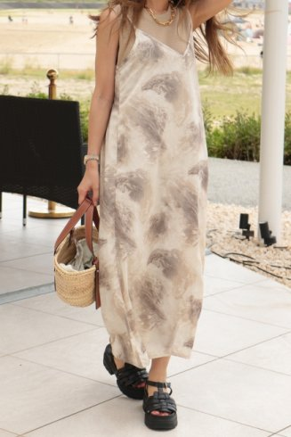 <img class='new_mark_img1' src='https://img.shop-pro.jp/img/new/icons14.gif' style='border:none;display:inline;margin:0px;padding:0px;width:auto;' />V neck marbling long camisole dress / beige