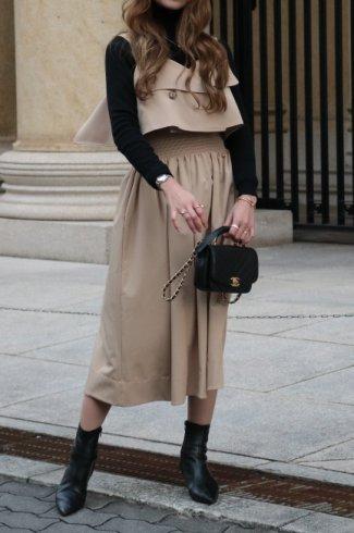 waist shirring trench like sleeveless flare dress / beige