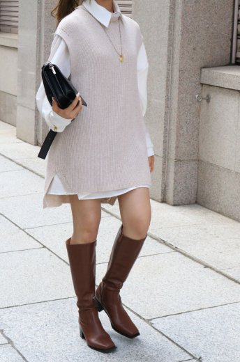 <img class='new_mark_img1' src='https://img.shop-pro.jp/img/new/icons14.gif' style='border:none;display:inline;margin:0px;padding:0px;width:auto;' />turtle neck fishtail long knit vest / beige