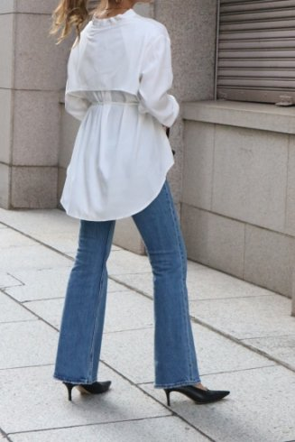 <img class='new_mark_img1' src='https://img.shop-pro.jp/img/new/icons14.gif' style='border:none;display:inline;margin:0px;padding:0px;width:auto;' />stand collar umbrella yoke blouse / white