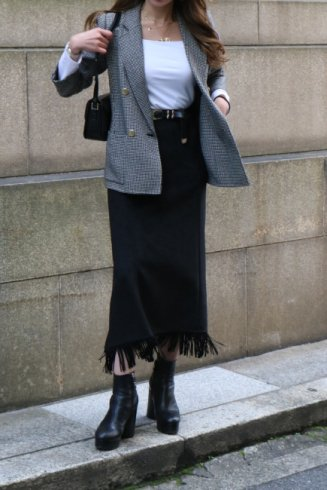 <img class='new_mark_img1' src='https://img.shop-pro.jp/img/new/icons14.gif' style='border:none;display:inline;margin:0px;padding:0px;width:auto;' />fringe piping suede trapeze skirt / black