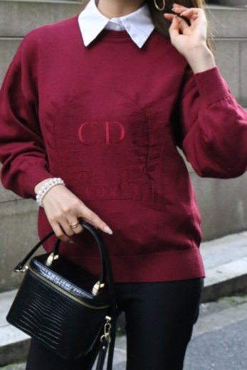 <img class='new_mark_img1' src='https://img.shop-pro.jp/img/new/icons14.gif' style='border:none;display:inline;margin:0px;padding:0px;width:auto;' />【vintage】Christian Dior / CD embroidery & laurel pull over knit tops