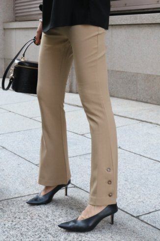 <img class='new_mark_img1' src='https://img.shop-pro.jp/img/new/icons14.gif' style='border:none;display:inline;margin:0px;padding:0px;width:auto;' />side hem button stretch flare pants / beige