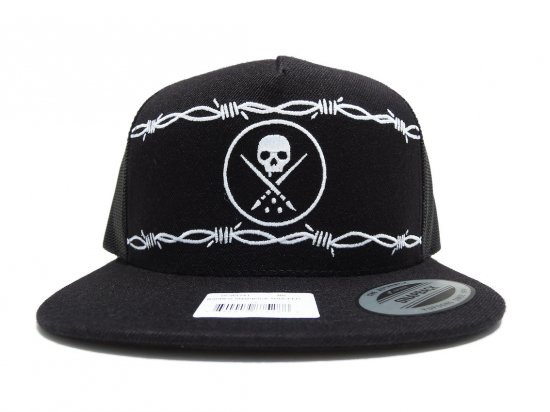 <img class='new_mark_img1' src='https://img.shop-pro.jp/img/new/icons15.gif' style='border:none;display:inline;margin:0px;padding:0px;width:auto;' />SULLEN CLOTHING BARBED SNAPBACK TRUCKER BLACK
