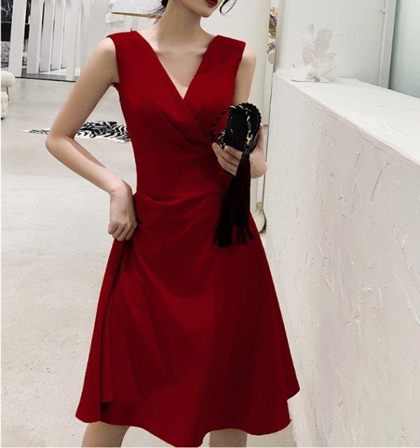 シンプルなカシュクールワンピースドレス