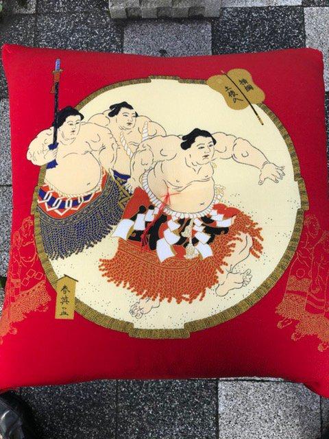 相撲錦絵座布団〜仕立品〜 【赤・紫】土俵入りA